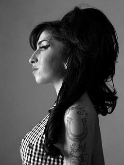 Amy Winehouse, London, 2010 – print by Bryan Adams – OstLicht