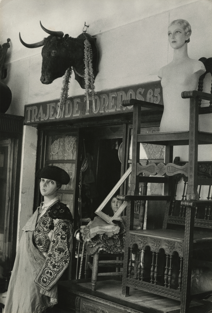 Antique shop at »Rastro« flea market by Inge Morath