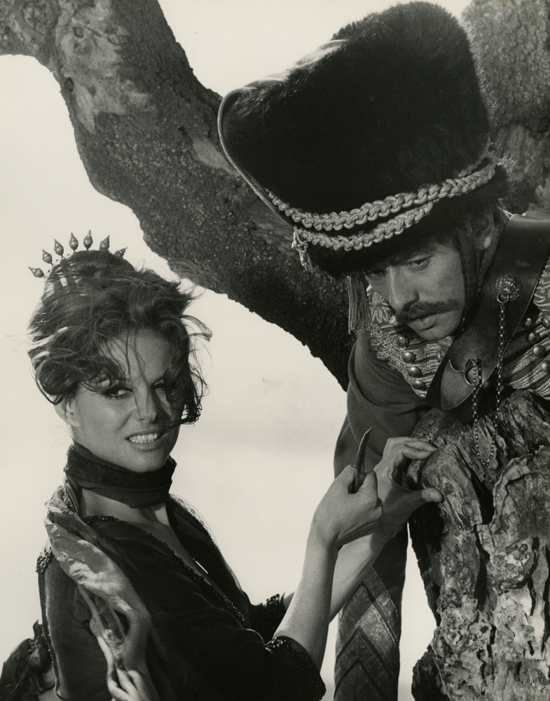 Claudia Cardinale and Peter McEnery in »The Adventures of Gerard«